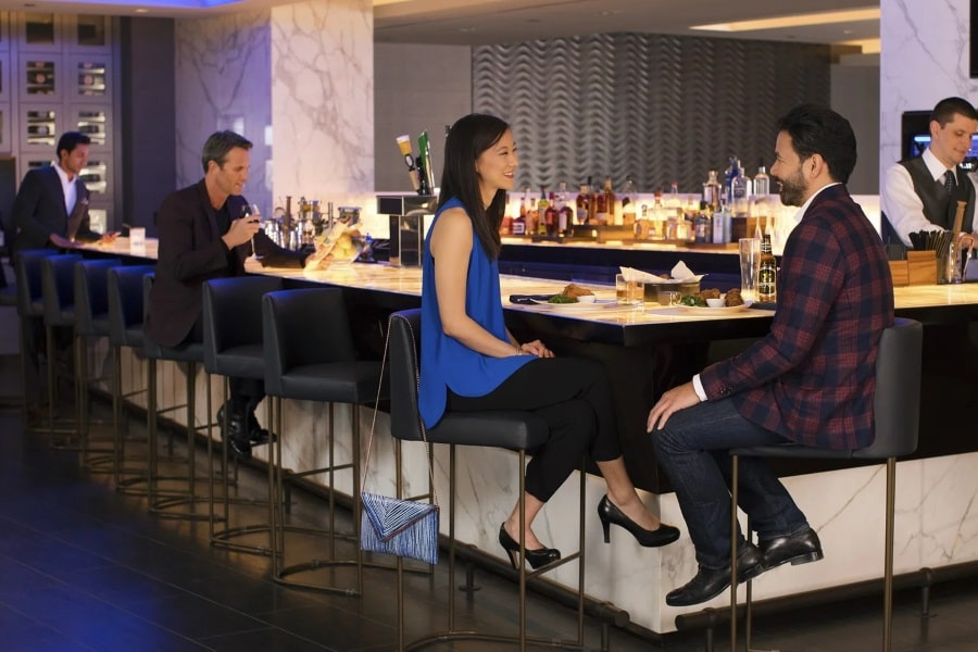 united airlines 787 dreamliner polaris business wine bar