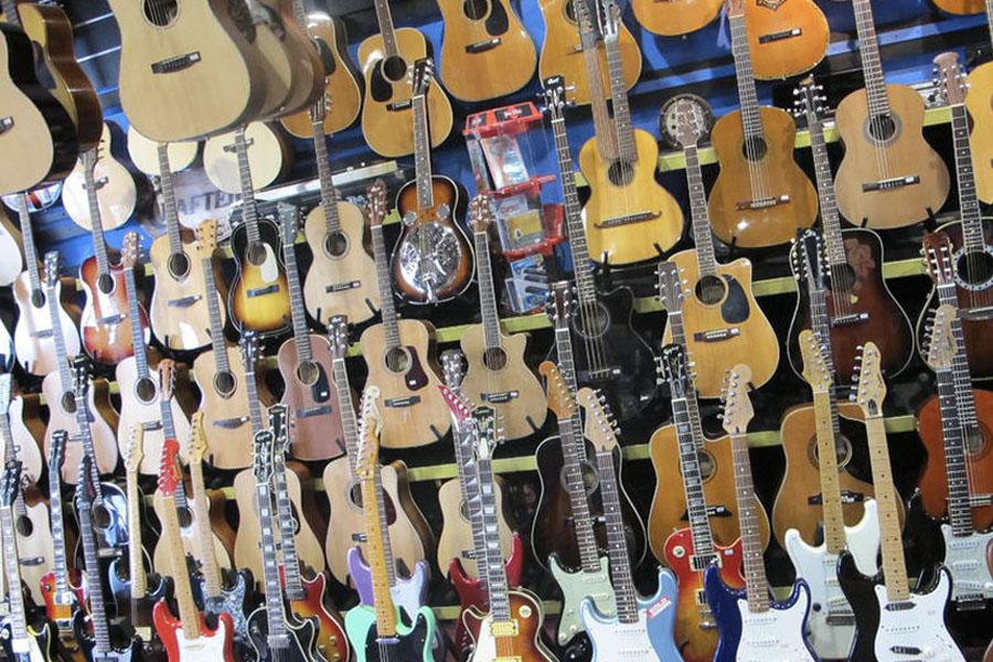 13 best rare and vintage guitar stores in melbourne man of many. Black Bedroom Furniture Sets. Home Design Ideas