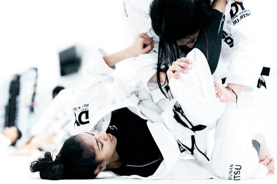 Legends MMA two girls practicing jiu jitsu