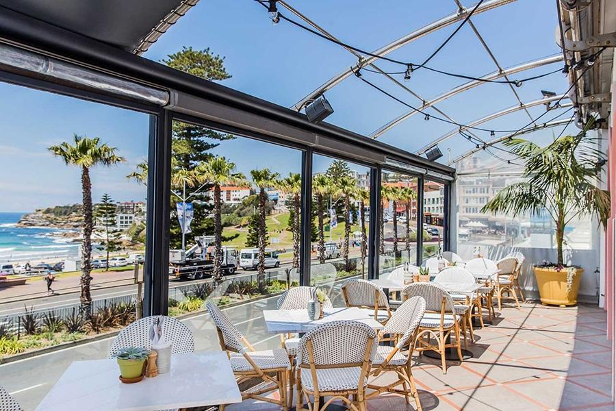 Hotel Ravesis outdoor terrace