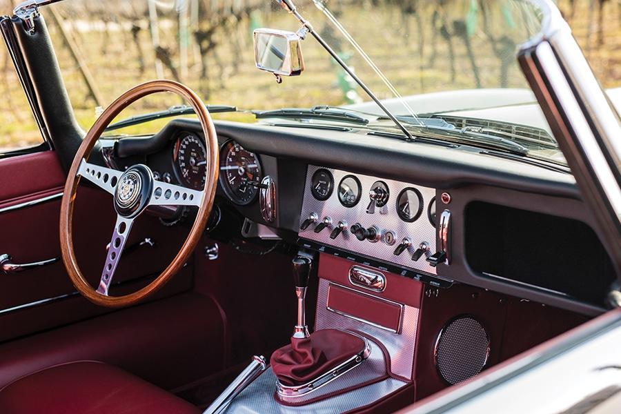 steering wheel and dashboar jaguar