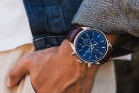 Vincero Chrono S on a man's wrist