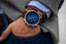 Vincero Apex Watch on its side
