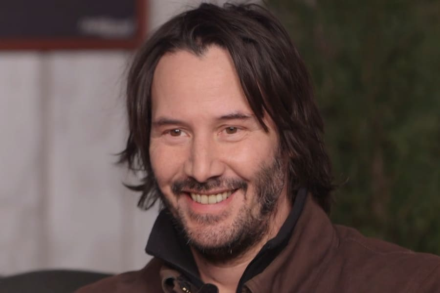 Keanu Reeves with long haitstyle
