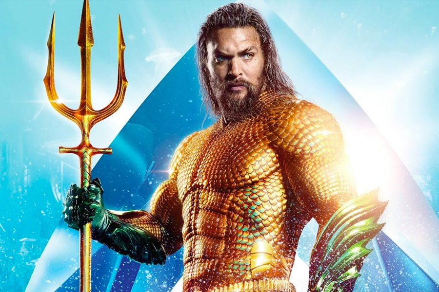Jason Momoa in Acquaman gold suit poster