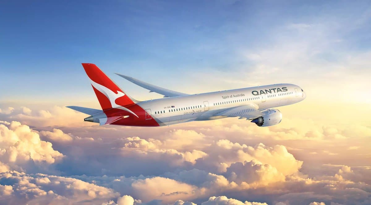 Qantas Plane showing the travel benefits of the American Express Card