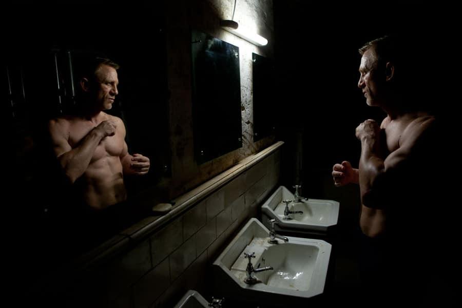 Daniel Craig infront of mirror