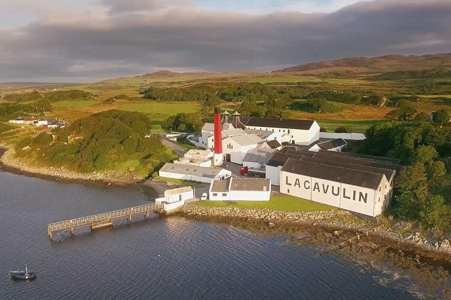 Islay Lagavulin scotch whisky distillery