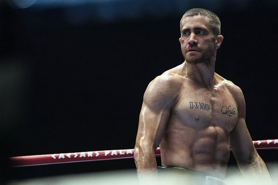 Jake Gyllenhaal in boxing ring as southpaw