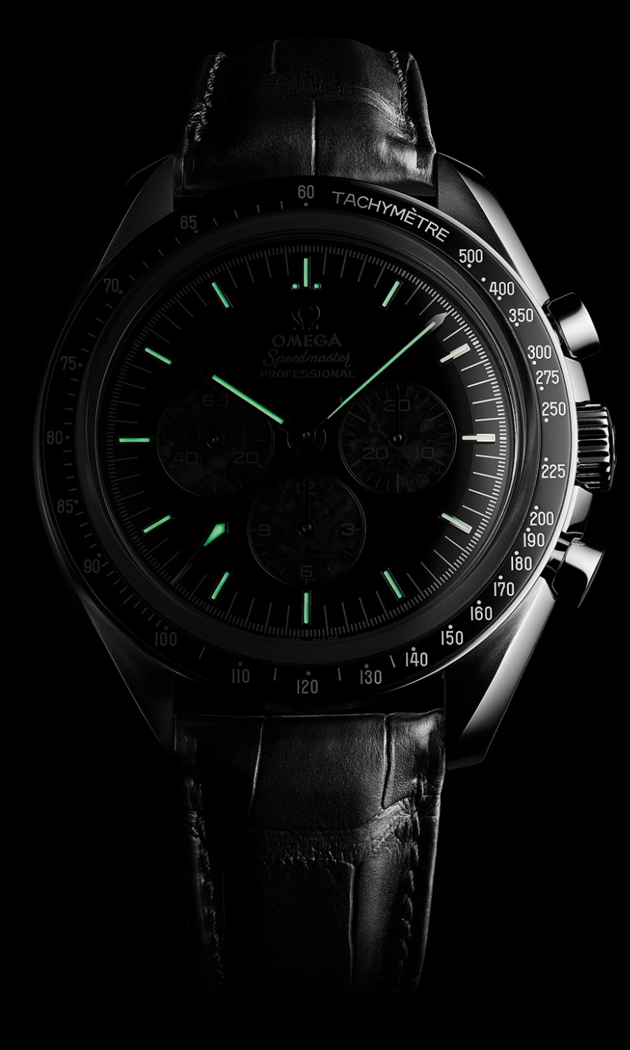 omega speedmaster moonwatch glowing