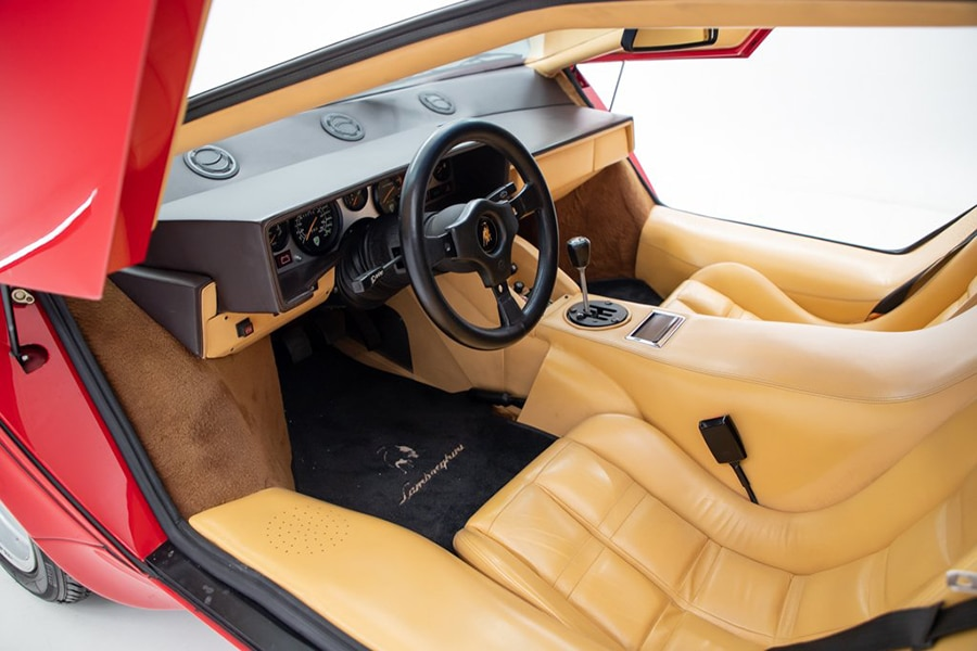 lamborghini countach dashboard and steering wheel view