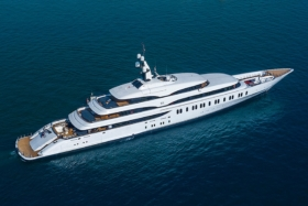 James Packer takes ownership of his Yacht