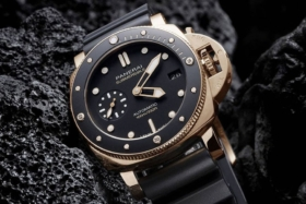 Dial ofPanerai Submersible Goldtech 42 watch
