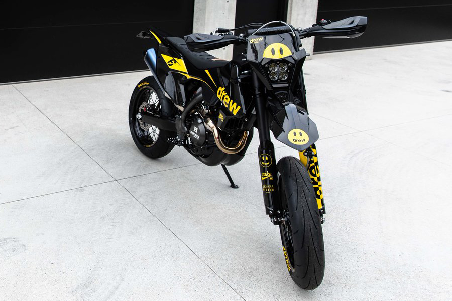 Bleach Design Works Bieber 500 Bike front view