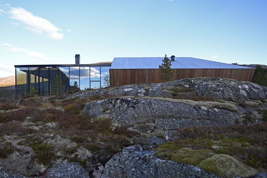 Efjord House in halvaroy island in Norway