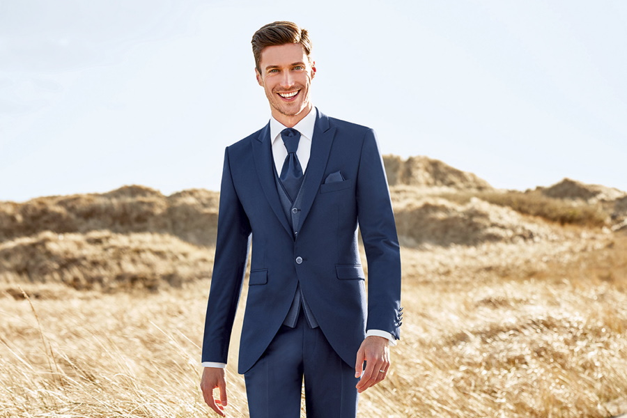 When to wear a blue suit