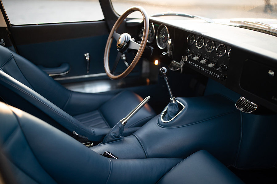 Jaguar E-TYPE sterring wheel and dashboard
