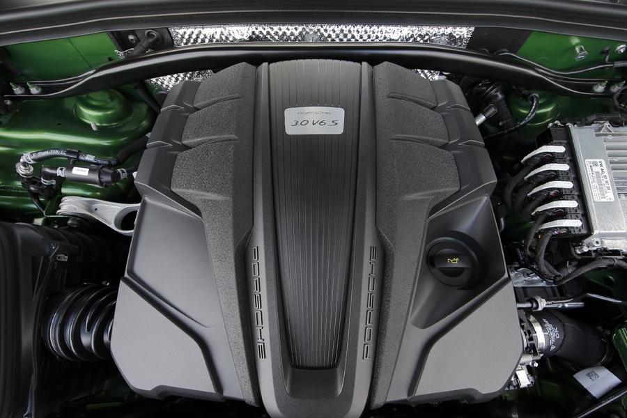 Porsche Macan S 2019 engine