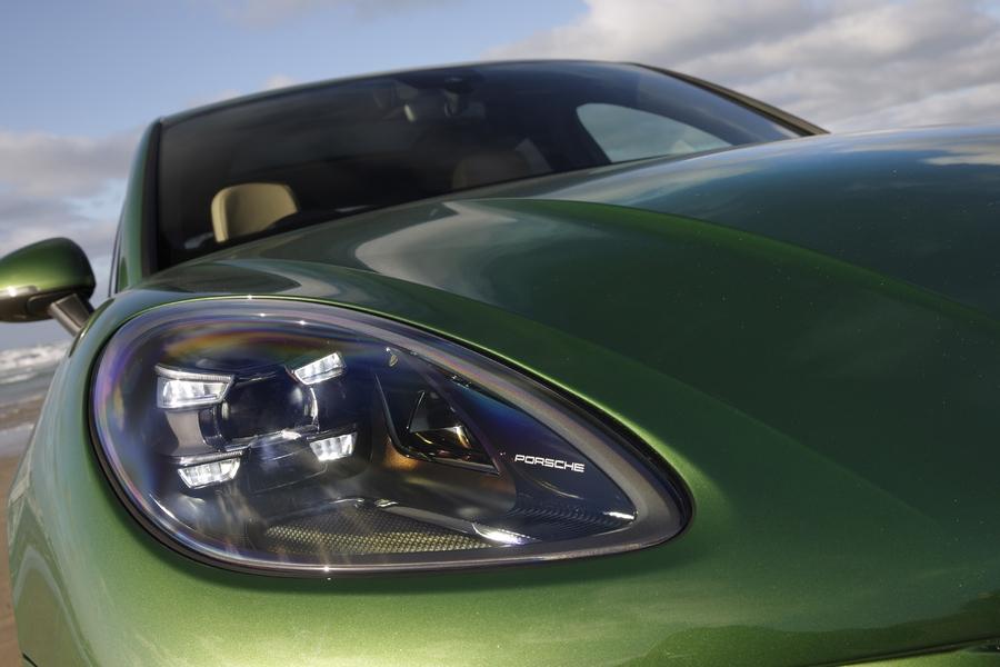 Porsche Macan S 2019 headlight