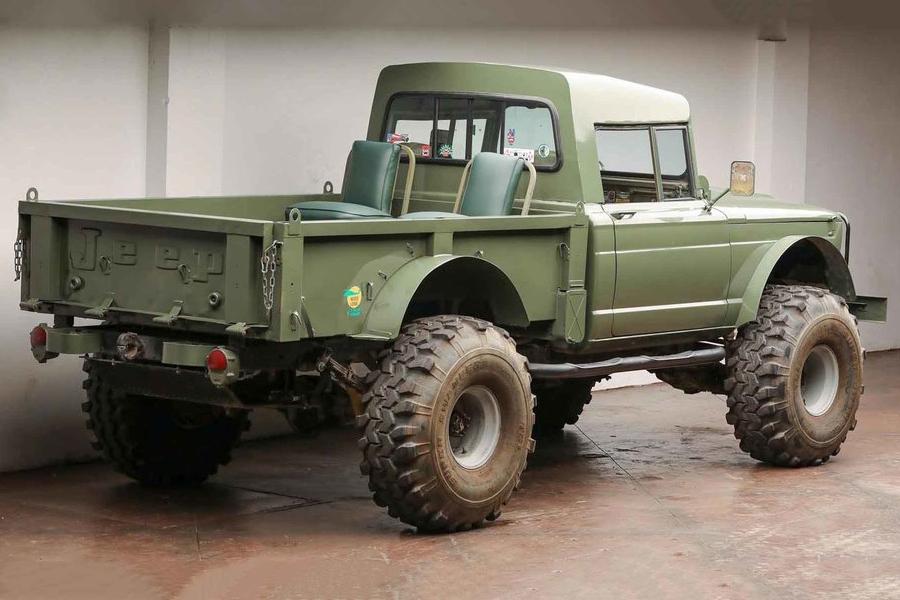 1967 kaiser jeep m715 vehicle