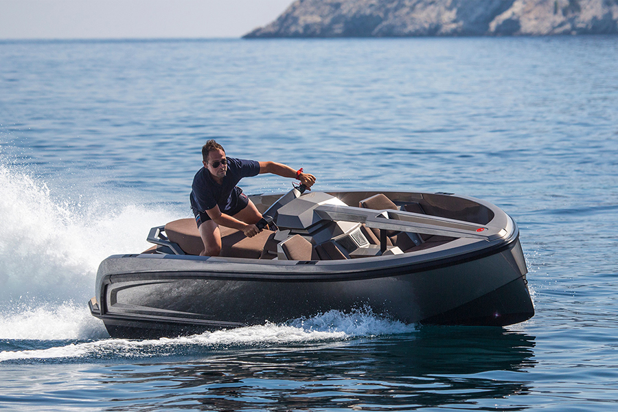 Vanqraft 16 Combines a Jet Ski and a Boat