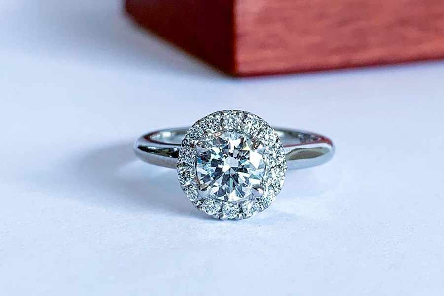 Culet diamonds engagement ring