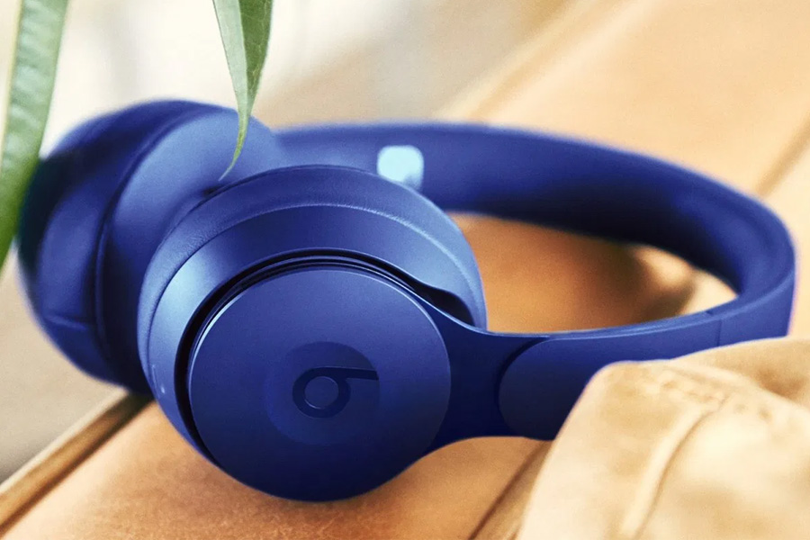 BlueBeats Solo Pro headphones
