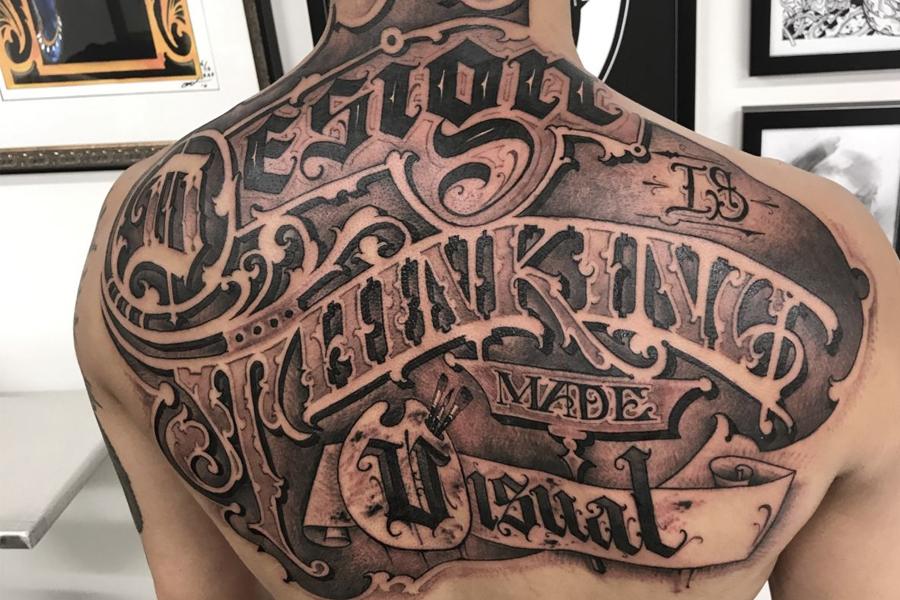 Tatuaj cu litere
