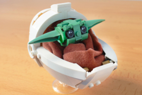 Reddit user builds a mandalorian baby yoda in lego from scratch
