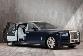 Rolls-Royce side view open door vehicle