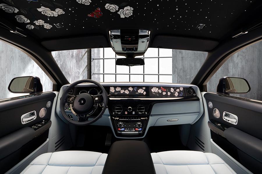 Rolls-Royce dashboard and steering wheel