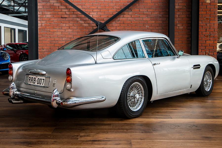 Aston Martin DB5 Manual back side view