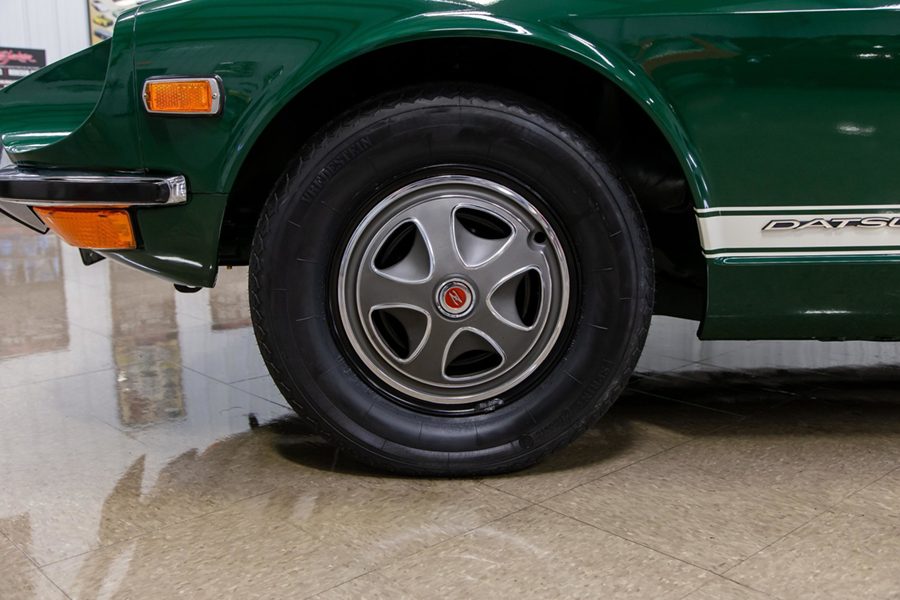 1971 Datsun 240Z Series I wheel