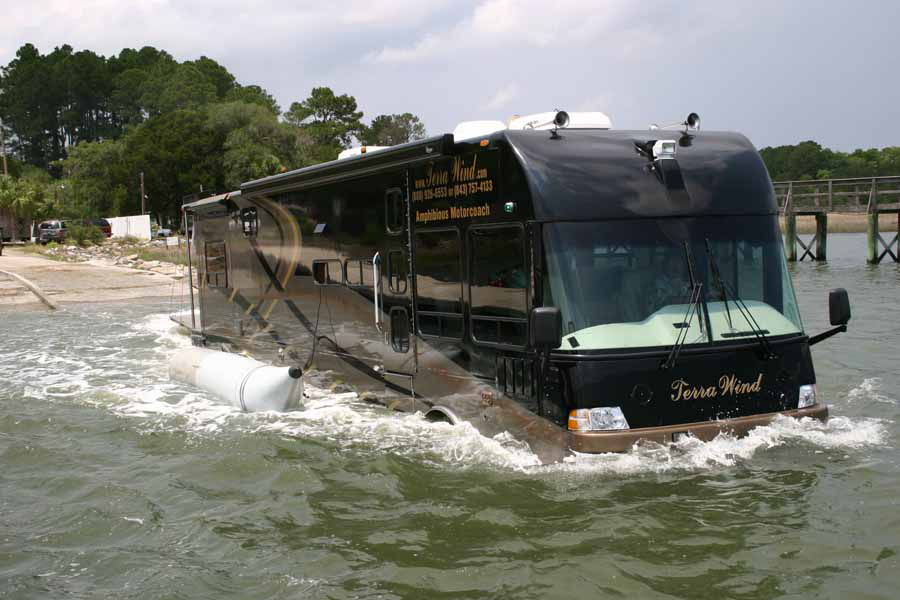 amphibious rv cross the lake