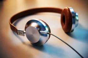 Aedle headphone