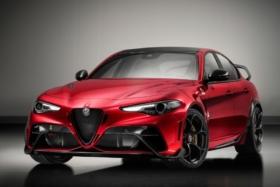 Three quarters front2020 Alfa Romeo GTA