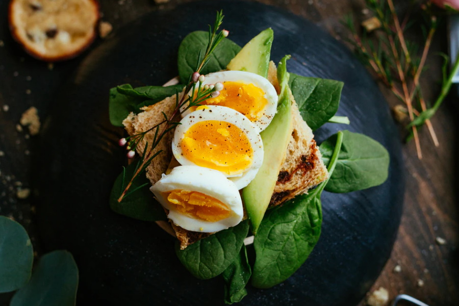 Eggs on a bread over leaves