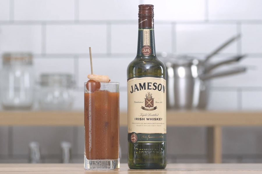 Best Irish Whisky Cocktails for St Paddys Day - bloody molly