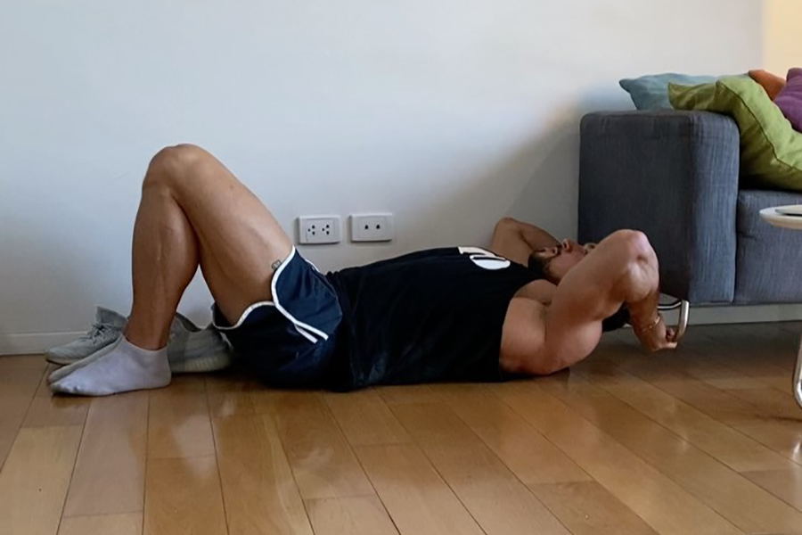 bodybuilder exercise at home