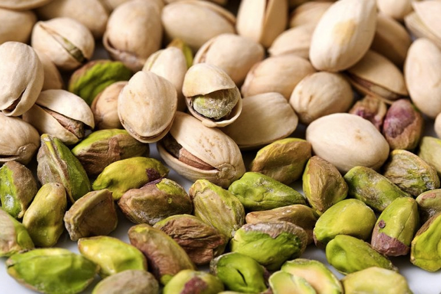 Best Healthy Snacks for Weight Loss - Pistachios in the Shell