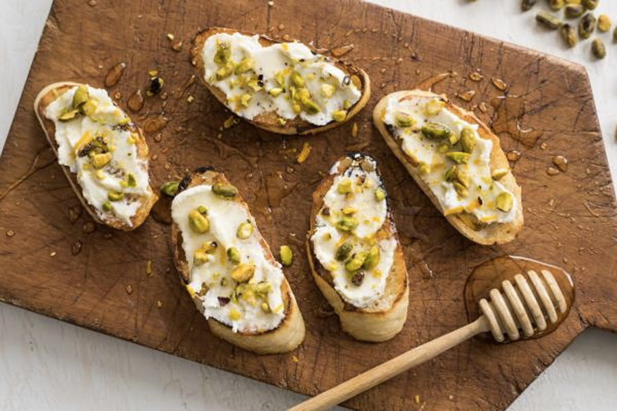 Best Healthy Snacks for Weight Loss - Wholemeal Toast with Ricotta and Honey