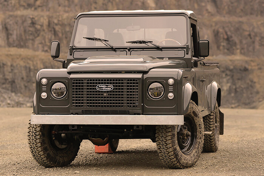 Land Rover Defender Commonwealth 1990 front
