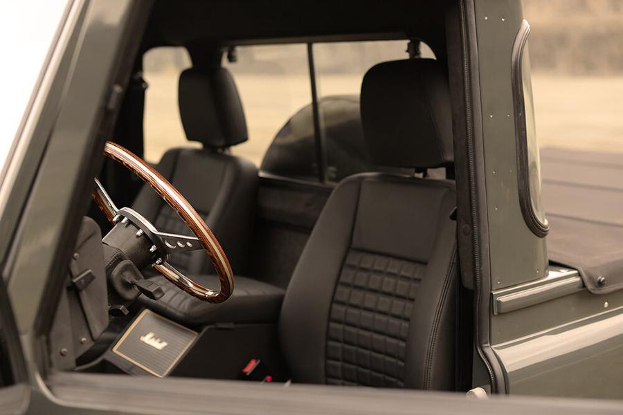 Land Rover Defender Commonwealth 1990 steering wheel