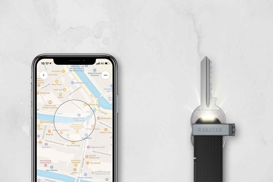 Ekster Key Holder with a phone showing map