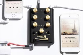 Pokket Mixer Mini DJ connected to two phones