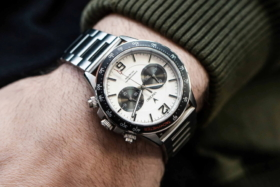 Vincero Apex watch on a wrist
