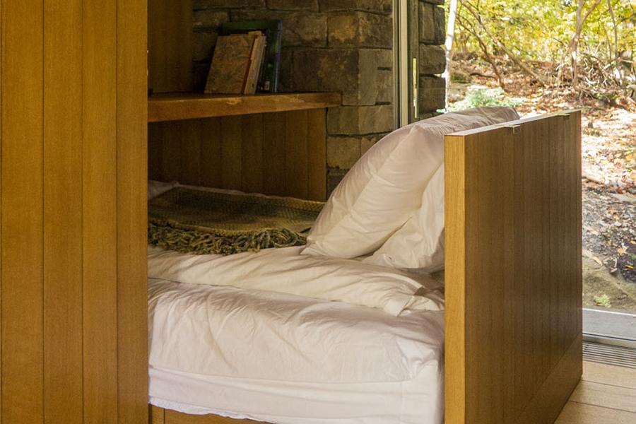 Writers Studio bed