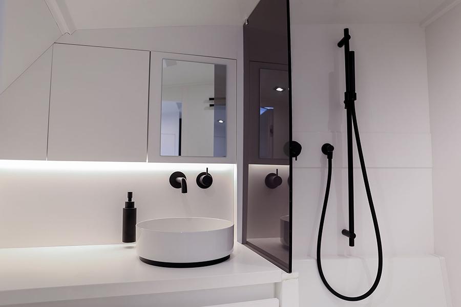 Van Dutch 40-2 bathroom