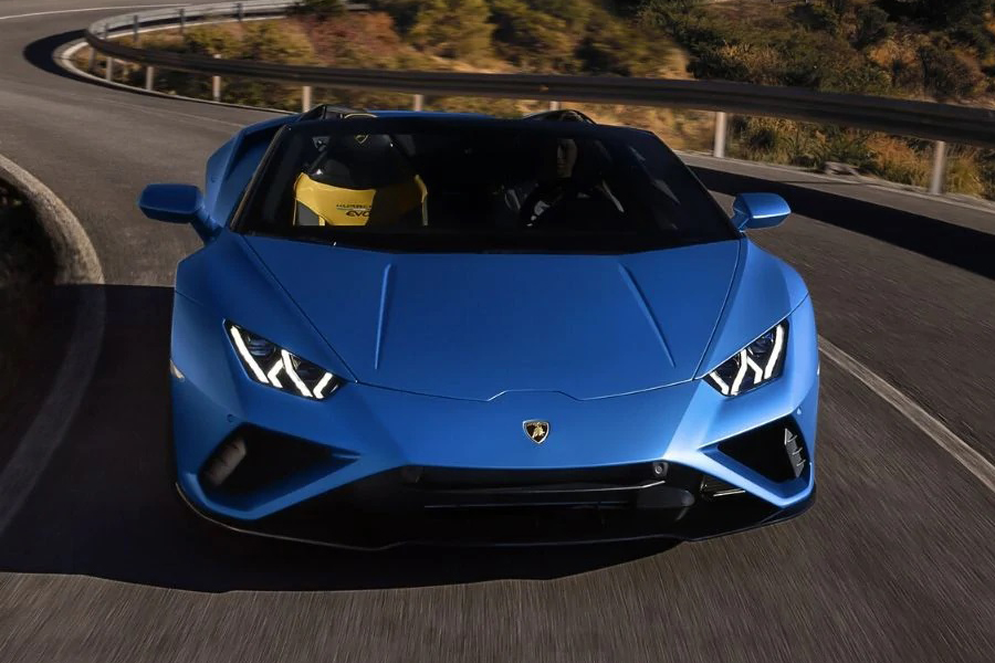 Lambo New Huracan VR on the road