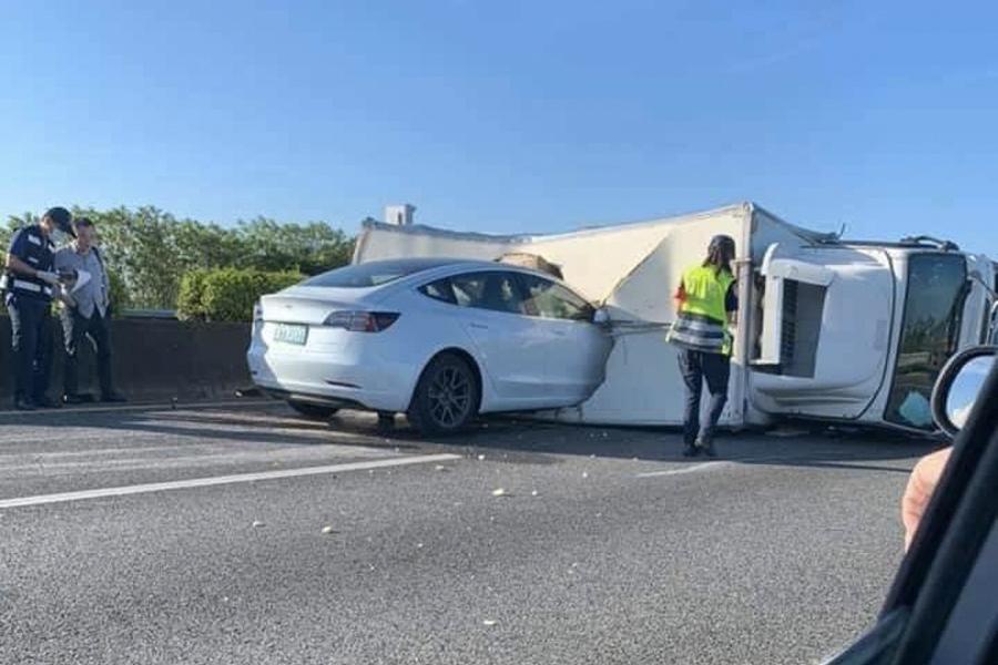Tesla Model 3 Autopilot Crash